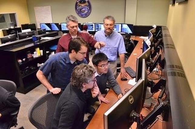 Students work in the control room in the University of Colorado Boulder's Laboratory for Atmospheric and Space Physics under the direction of mission Flight Director Jason Beech (back, left) and Science Operations Center Manager Chris Pankratz. Source: Casey Cass/University of Colorado