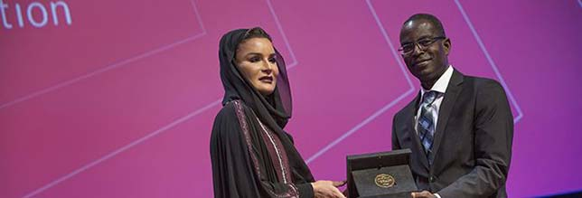 Her Highness Sheikha Moza bint Nasser presenting the WISE Prize for Education to Patrick Awuah at the eighth World Innovation for Education in Doha, Qatar in November 2017. Source: WISE Initiative.